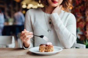 кушать в кафе