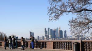 смотровой площадки на Воробьевых горах в Москве