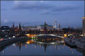 переезжать в Москву